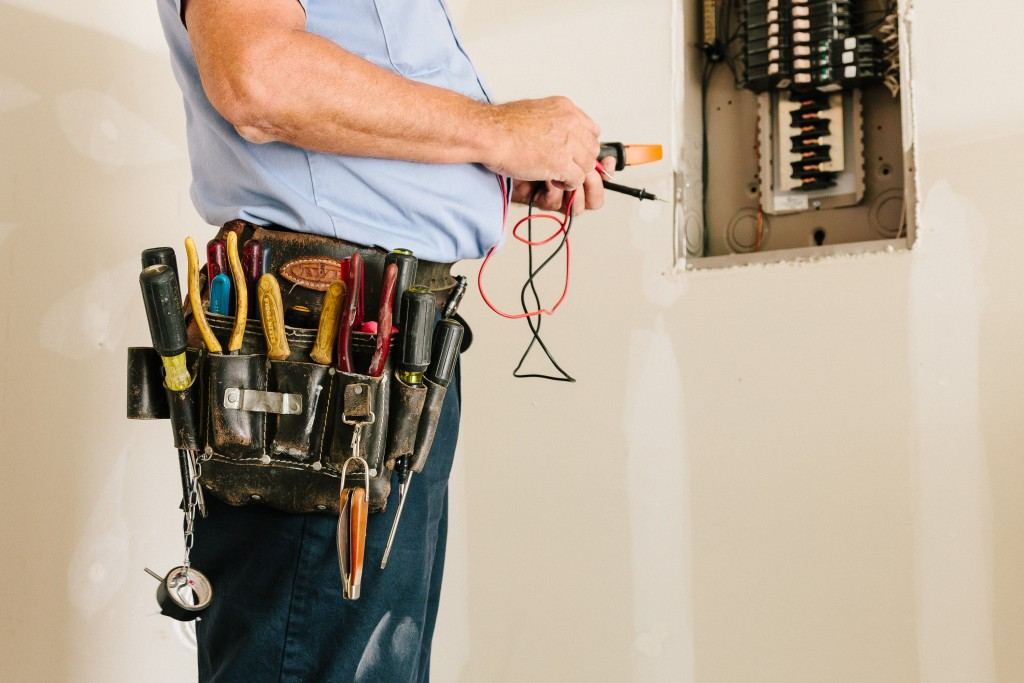 Image of professional electrician in Leesburg VA